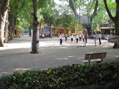 Sân_trường_THPT_Phan_Đình_Phùng,_Hà_Nội